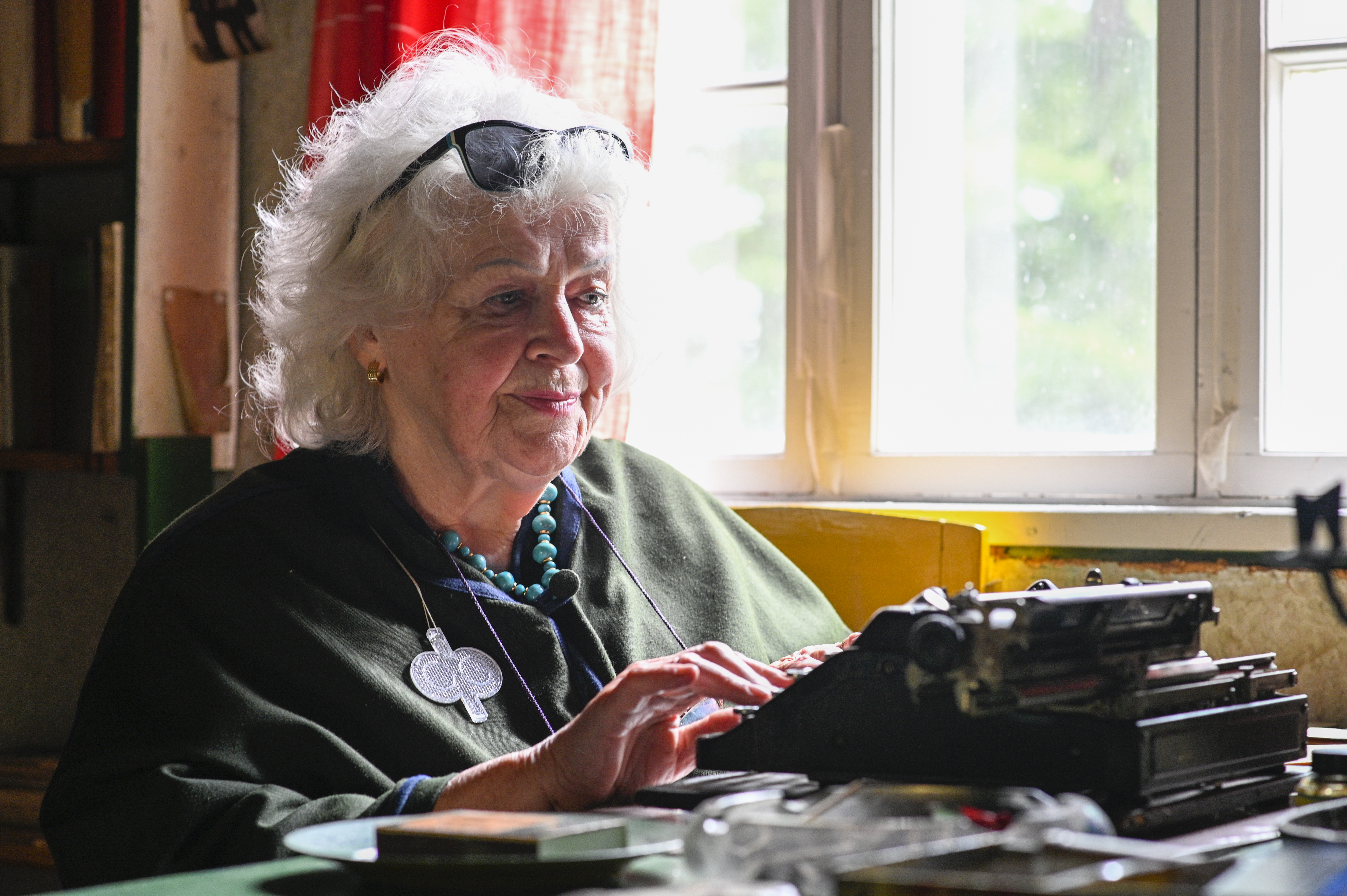 Raija-Liisa Kianto ja vanha kirjoituskone