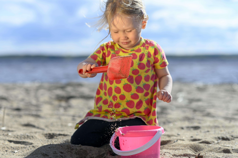 nuasjärvi tyttö hiekkaleikki-7054